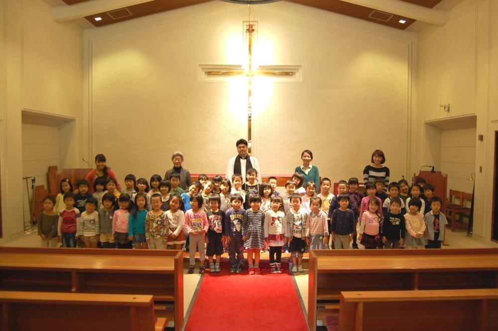 教会訪問~大きな十字架の前で~